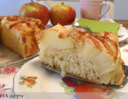 Light apple and cinnamon cake