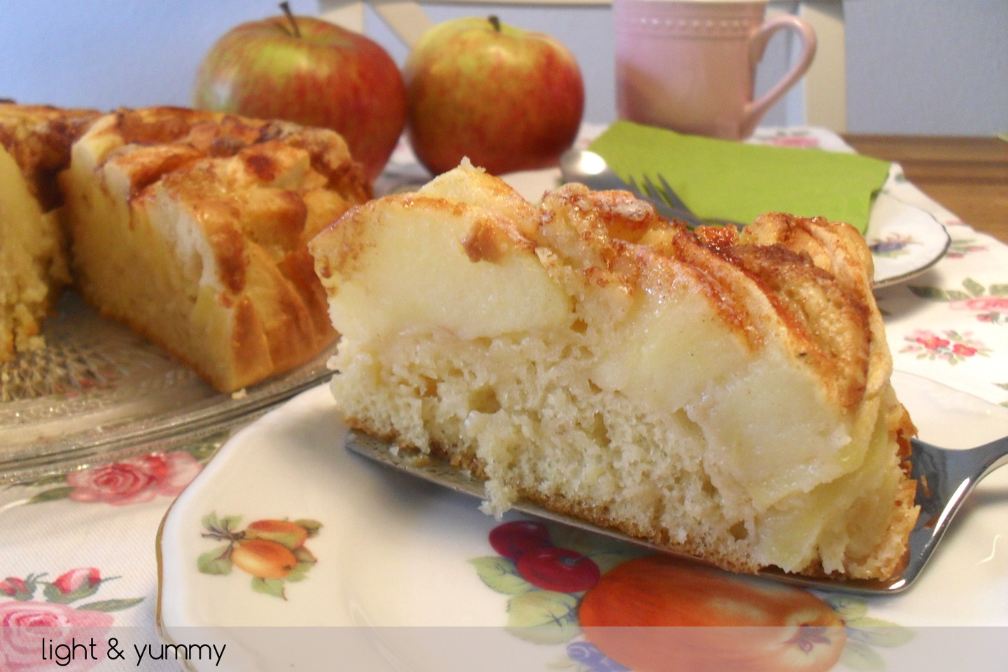 Light apple and cinnamon cake, Light & Yummy